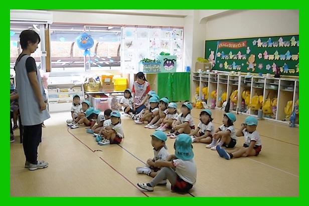 教室(朝のごあいさつ)